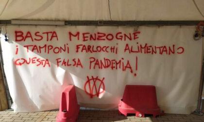 Drive Through imbrattati da No Vax a Castelfiorentino e Empoli. Indagini in corso