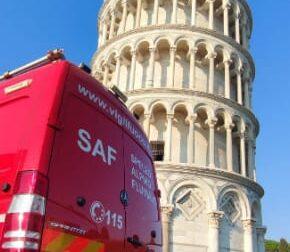 Turista si sente male sulla torre di Pisa