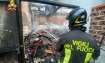Prato: incendio di una confezione