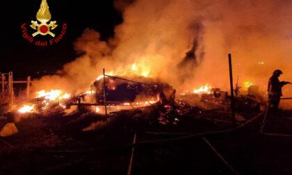 A fuoco due camper a Sesto Fiorentino